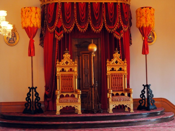 iolani throne room