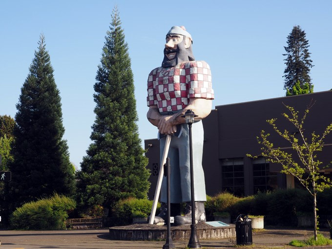 Spotted on the Roadside: Paul Bunyan in Portland, OR