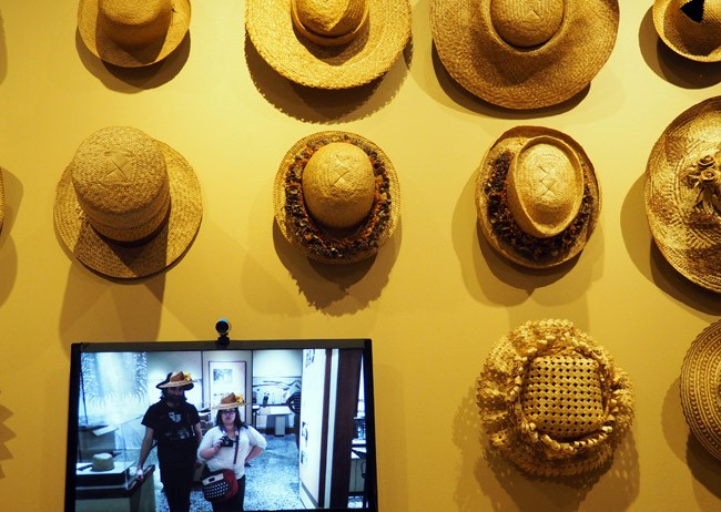 hat display