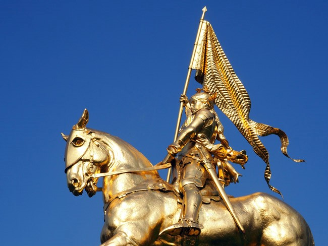 Spotted on the Roadside: The Golden Joan of Arc in Portland, OR