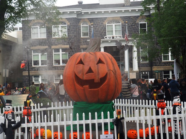 I've always said that movies could teach us so much: a visit to Halloweentown