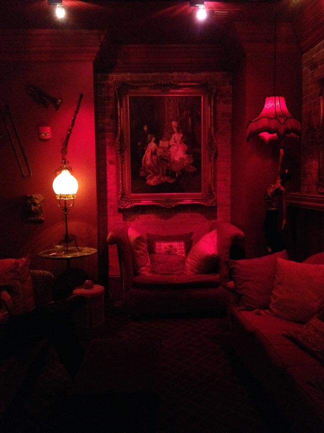 muriels seance room