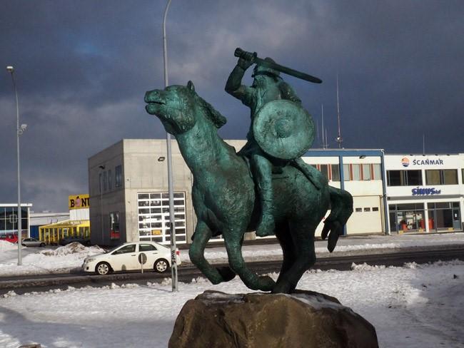 saga museum statue